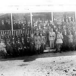 Soldiers and citizens at Waikerie