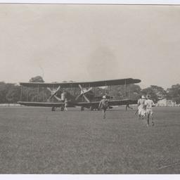 Vickers Vimy landing at Calcutta