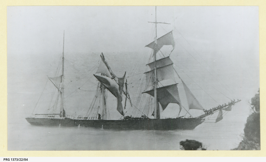 The 'Fiji' wrecked at Warrnambool with crew on the bowsprit