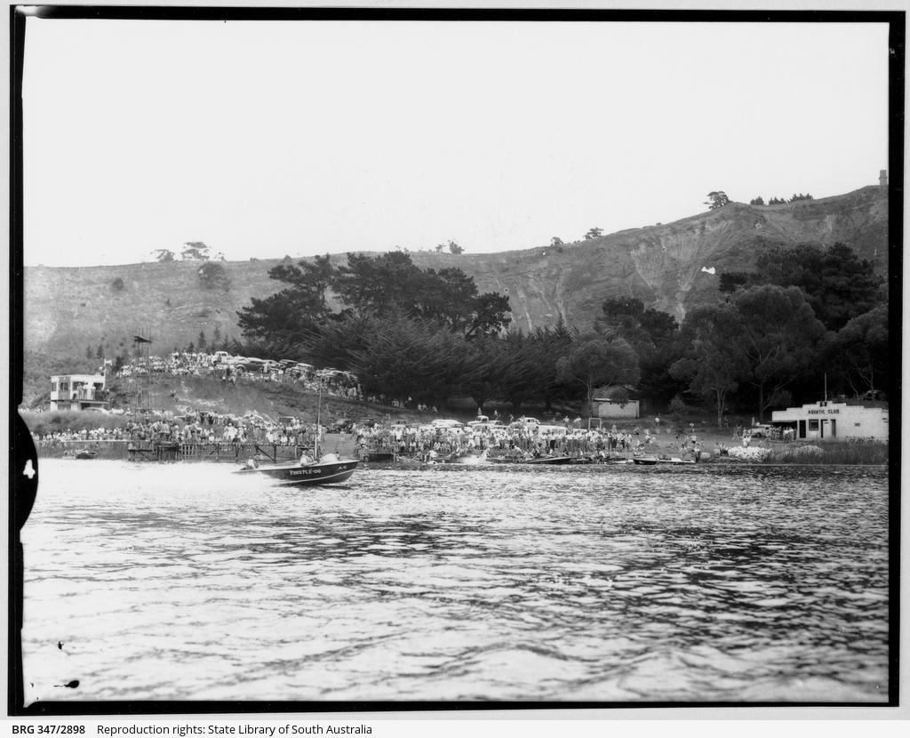 Aquatic Club speed boat race