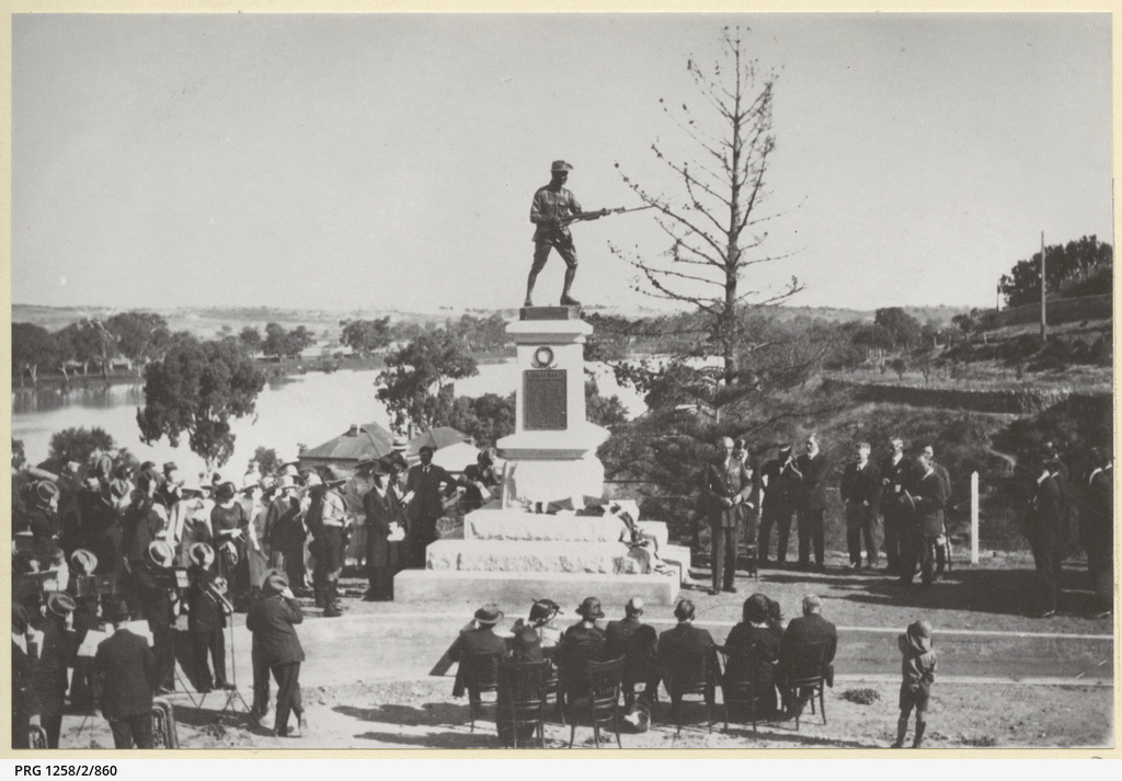 A crowd at a ceremony at the Soldiers Memorial, Mannum