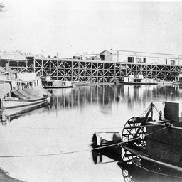 Shipping at Echuca Wharf with a sternwheeler in foreground