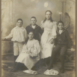 Children of Mr and Mrs William Leith Ligertwood