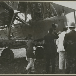 Vickers Vimy and crew at Calcutta.