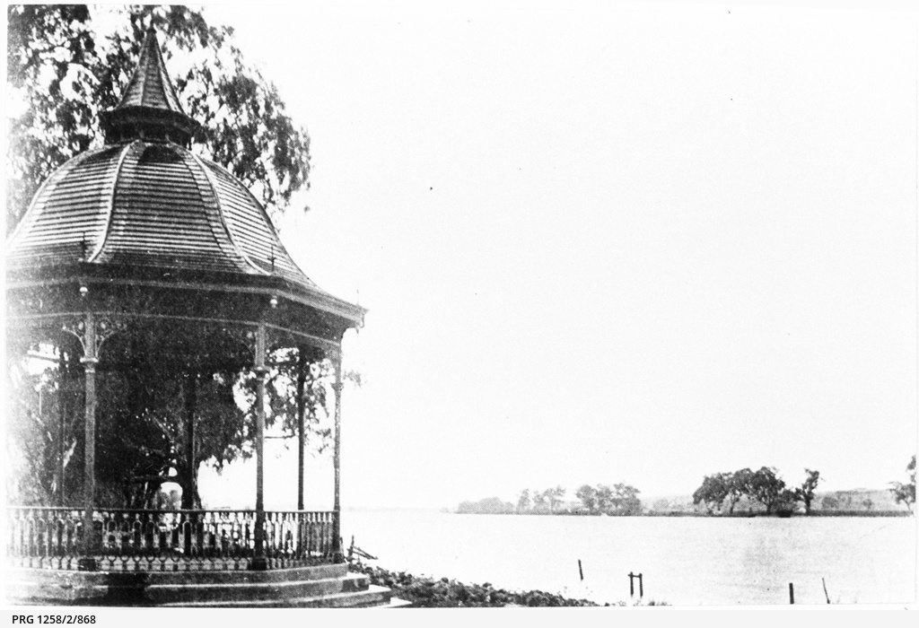 View of the River Murray at Mannum from the recreation ground rotunda