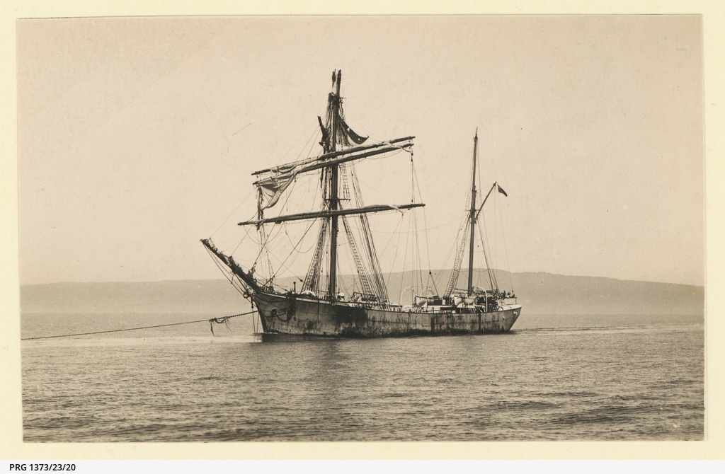 The 'Garthsnaid' after being dismasted