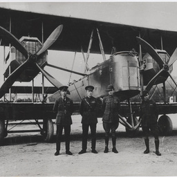 Ross and Keith Smith, James Bennett and Walter Shiers with the Vickers Vimy.
