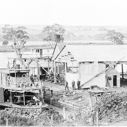 Paddle steamer in Mannum dock