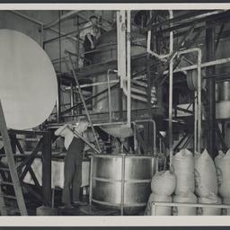 Manufacturing sweetened condensed milk at SA Farmers' Co-Op Union Ltd., Murray Bridge
