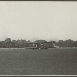 Vickers Vimy landing at Calcutta.