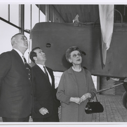 Lady Smith, W. Peters and E. Ayers inspecting Vickers Vimy G-EAOU