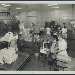 Packing butter at SA Farmers' Co-Op Union Ltd. Dairy Produce Department, Mile End