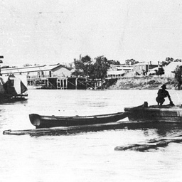 River life at Echuca, with small boats in foreground