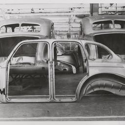 Sedan side panel assembly.