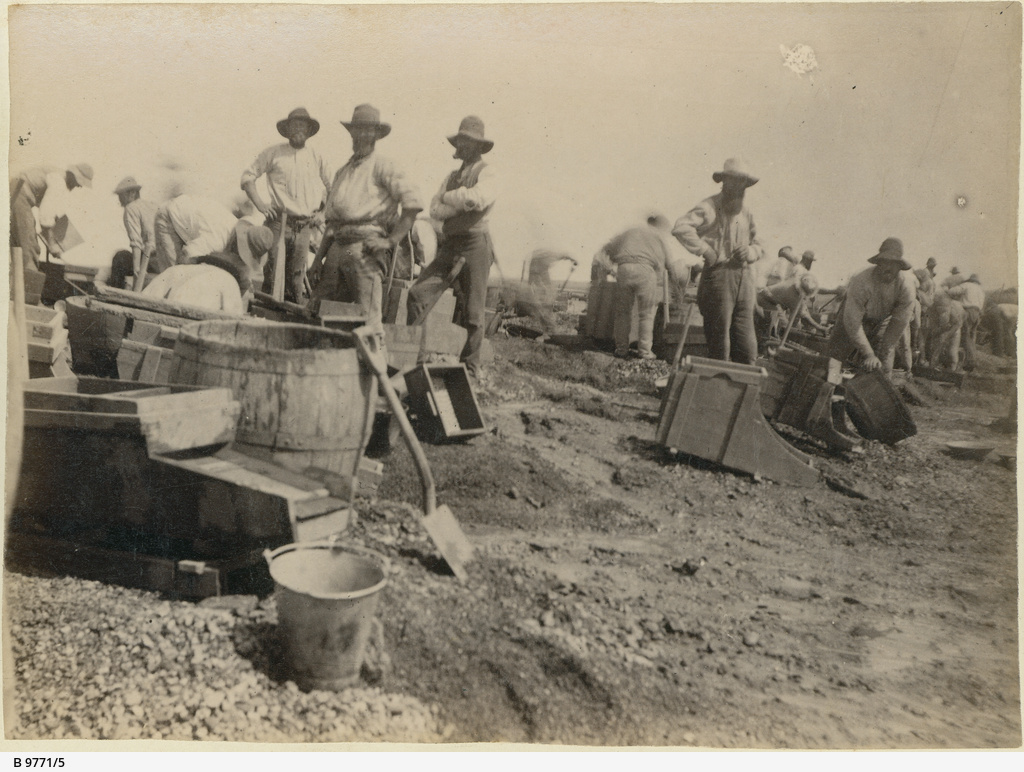 Miners and washing equipment at the Teetulpa gold field
