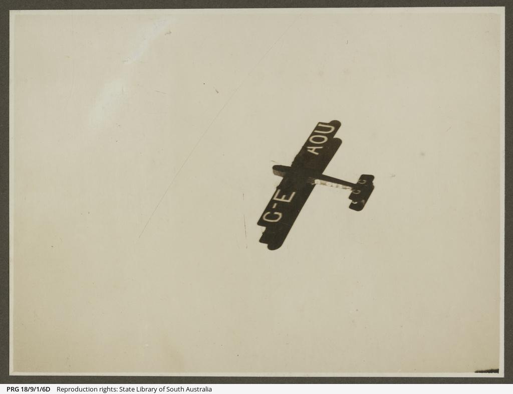Vickers Vimy in flight.