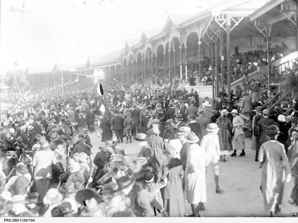 Crowds arriving at Adelaide Oval grandstands