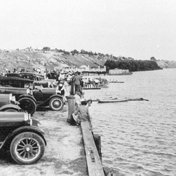 Cars lined up at the wharf during the Tailem Bend Regatta