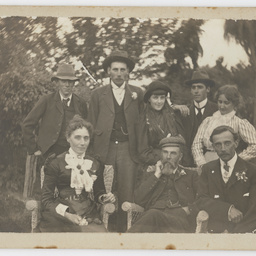 Letters and photographs relating to Gardiner family