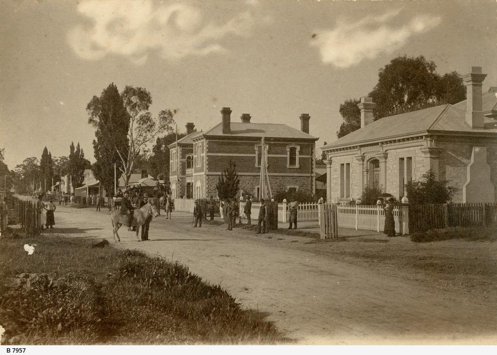 Main Street, Woodside
