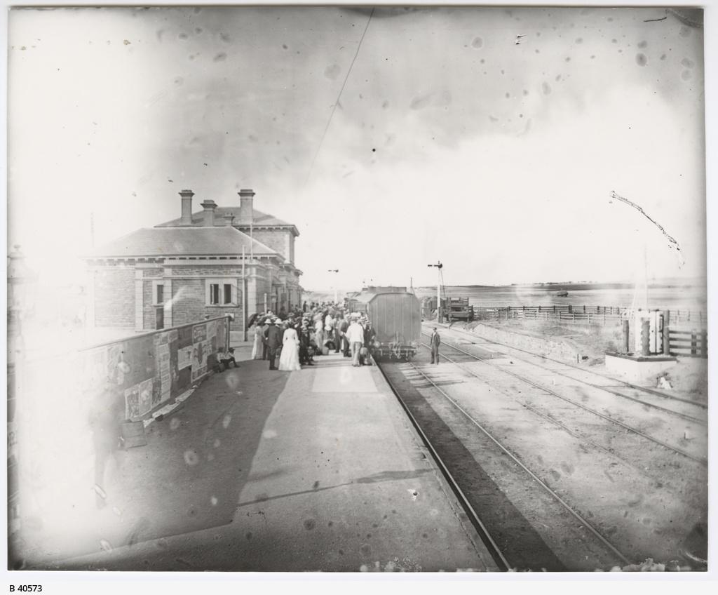 Railway station, Riverton