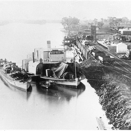 P.S. Paringa and barge at Murray Bridge