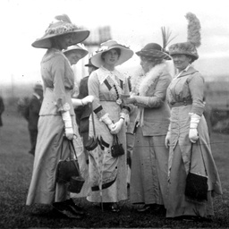 Fashion at the races in Adelaide