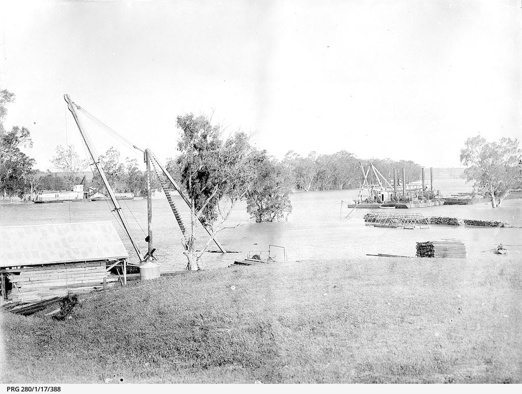 Murray River flood scene