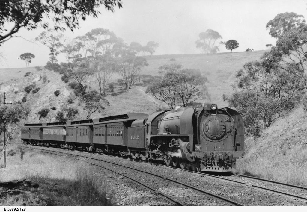 Railway transport: 620 class