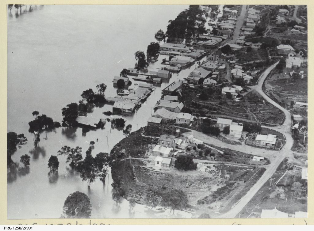 Aerial view of Mannum during the 1931 flood