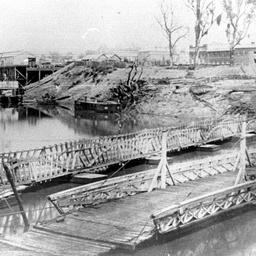 Hopwood's floating pontoon bridge at Echuca
