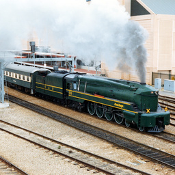 Steam Ranger 520 leaving Adelaide