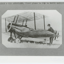 Aeroplane at Mount Gambier