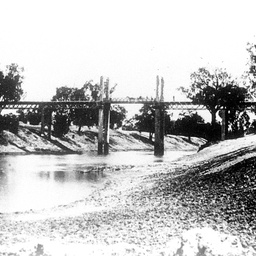Wilcannia Bridge at low river prior to lifting gear being installed