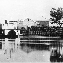 P.S. Ariel and barge, Wilcannia