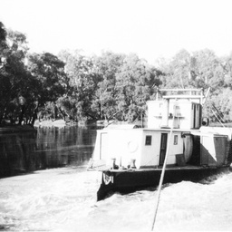 Stern view of P.S. William R. Randell towing upstream