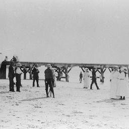 Crowd on the beach at Port Willunga
