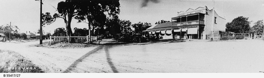 Old cars outside Webb's Alma Hotel at Willunga
