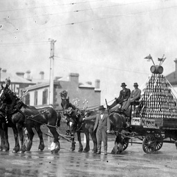 Horse drawn float for Eight Hours Day