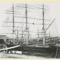 The 'Aviemore' at Sydney