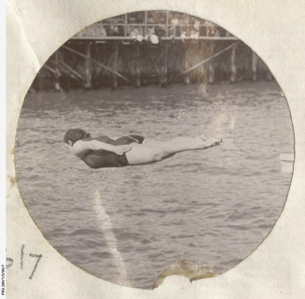 Annette Kellerman demonstrating her diving skills at Glenelg baths