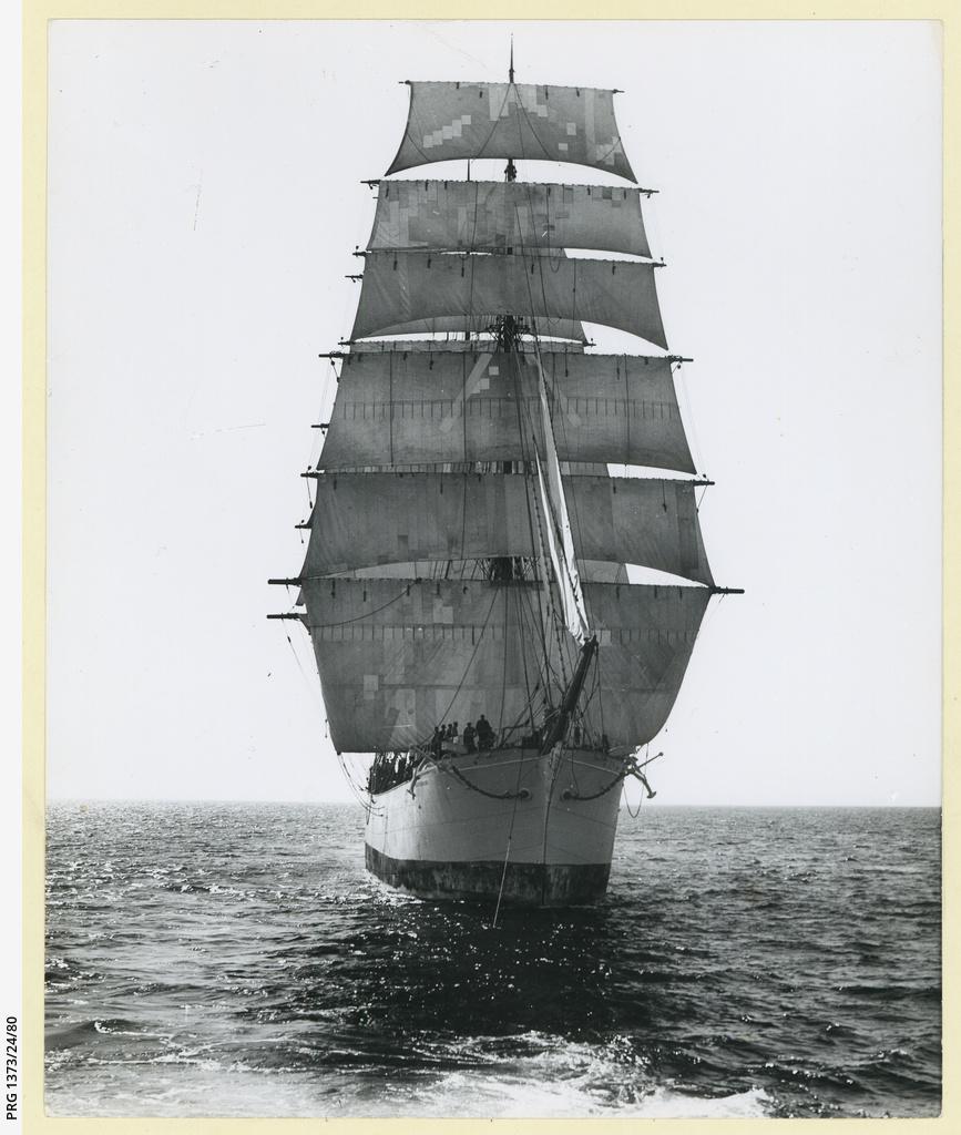 The 'Brynhilda' preparing to tow