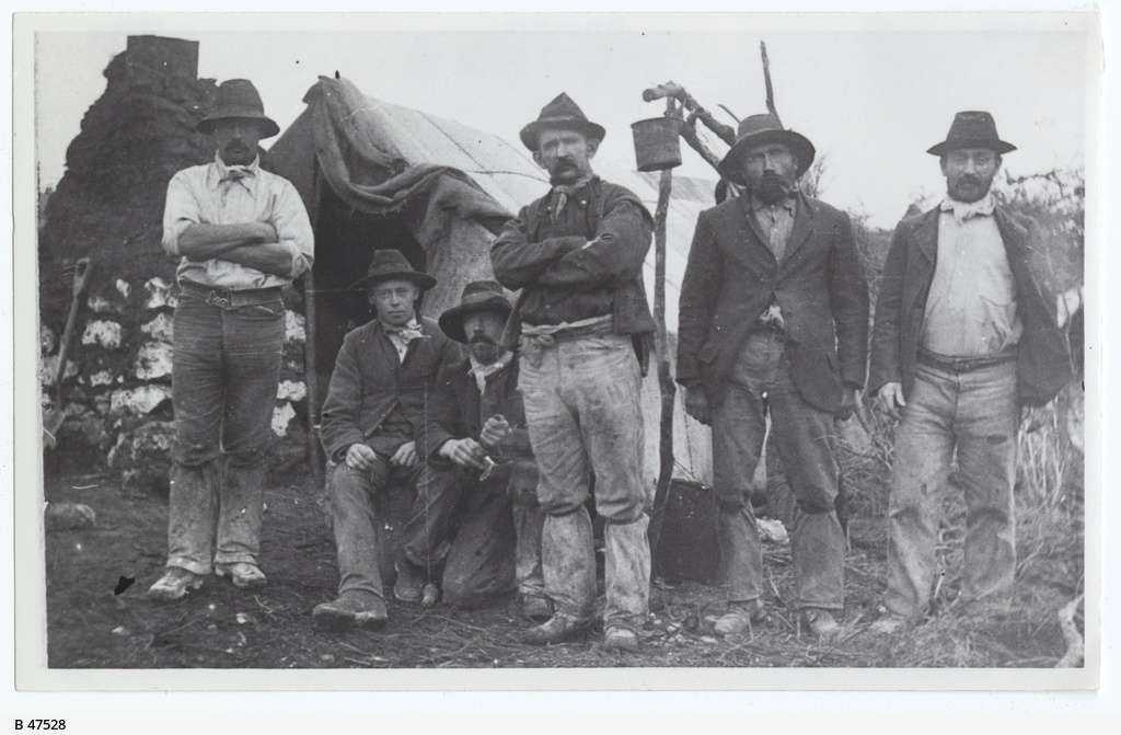 Gold miners at Mount Grainger