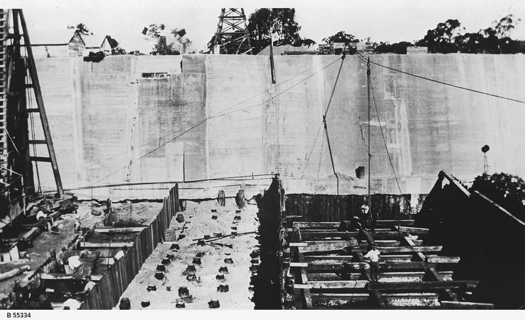Construction of a lock at Renmark
