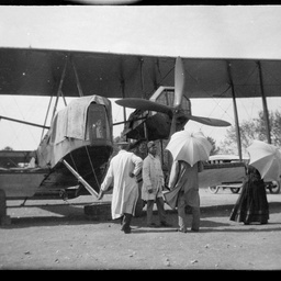 Keith Smith with the Vickers Vimy and spectators.
