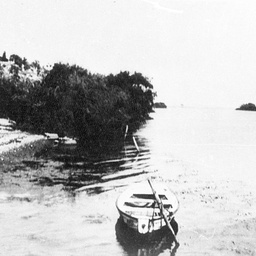 River scene near the Tailem Bend ferry with small rowboats