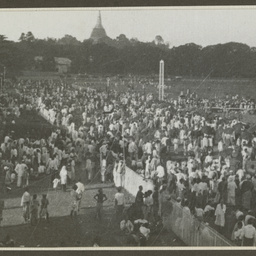 Crowds at Rangoon.
