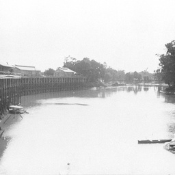 Echuca Wharf at low water without any shipping or activity