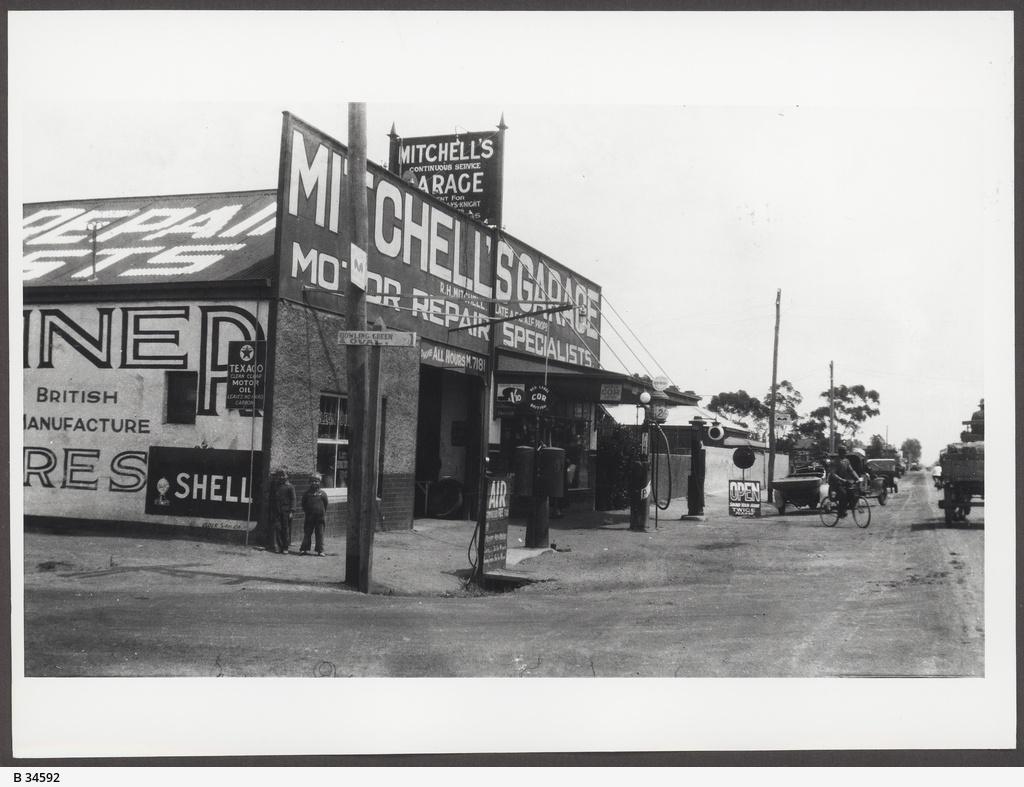 Mitchell's Garage, Woodville