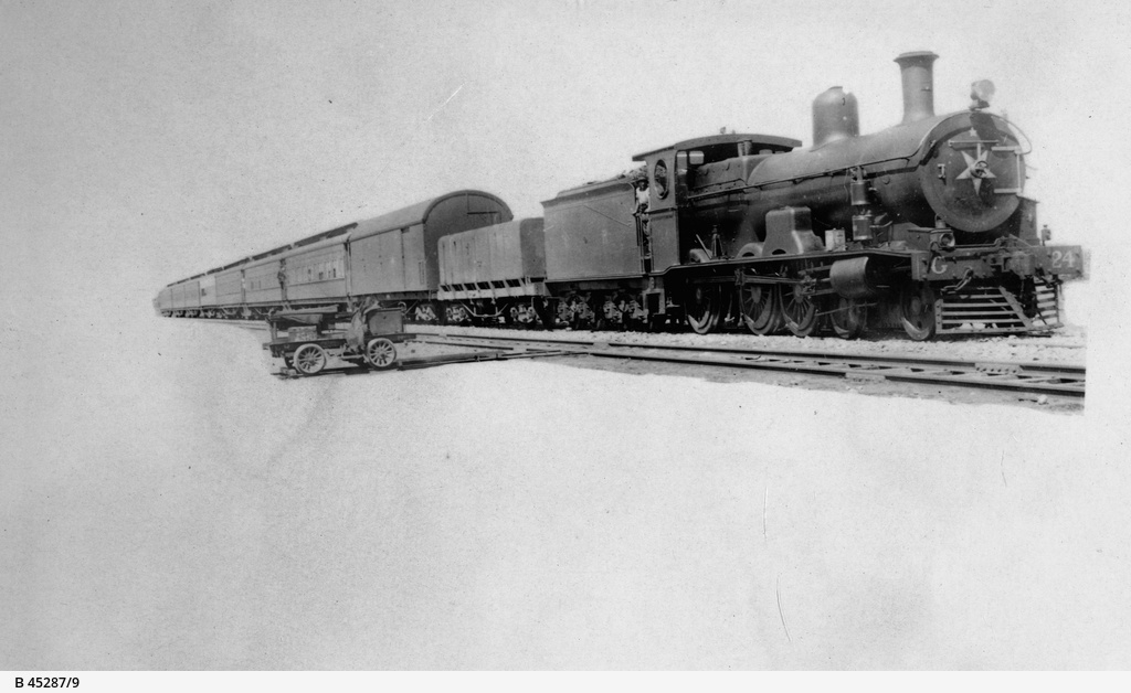Views of Ooldea : locomotive